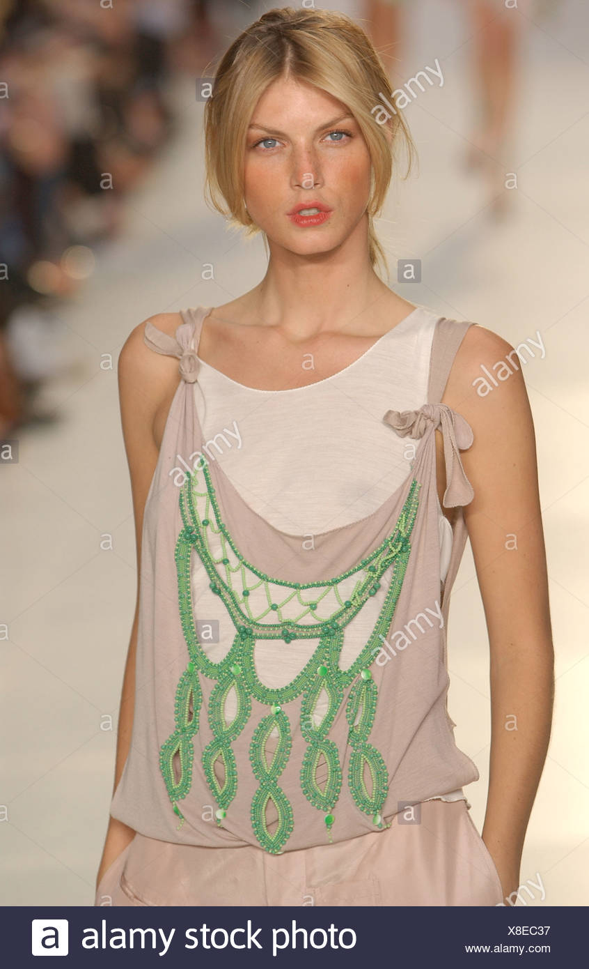 99f77be525ce Chloe Paris Ready to Wear Spring Summer Model Angela Lindvall blonde hair  off face wearing white