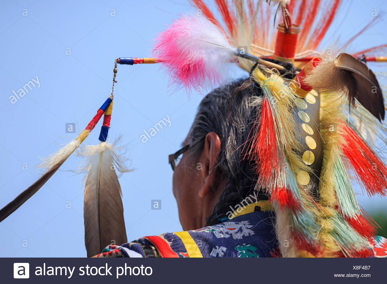 First Nations Elder in traditional headdress, Winnipeg, Manitoba, Canada - Stock Image