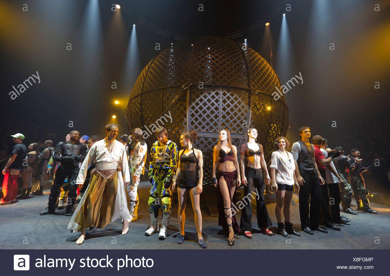 Grand finale, FlicFlac Christmas Circus, premiere of Schrille Nacht, eilige Nacht, Westfalia Hall, Dortmund - Stock Image