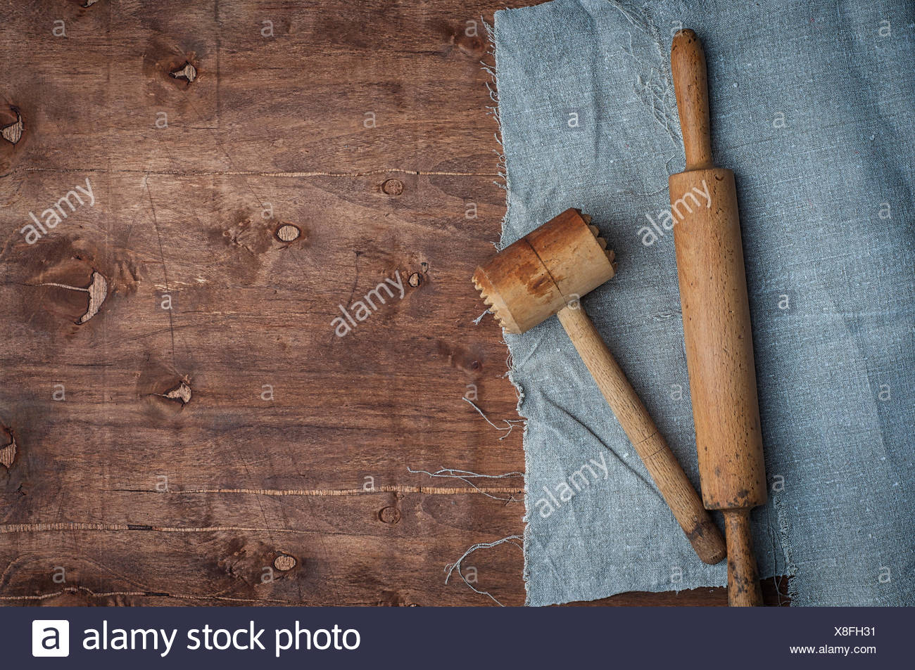 Wooden kitchen items skalka and hammer for beating meat - Stock Image