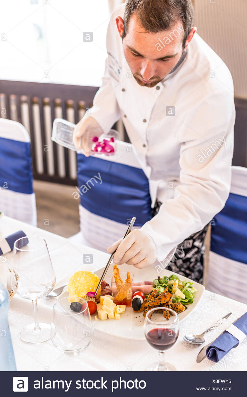 Chef decorating appetizer plate - Stock Image