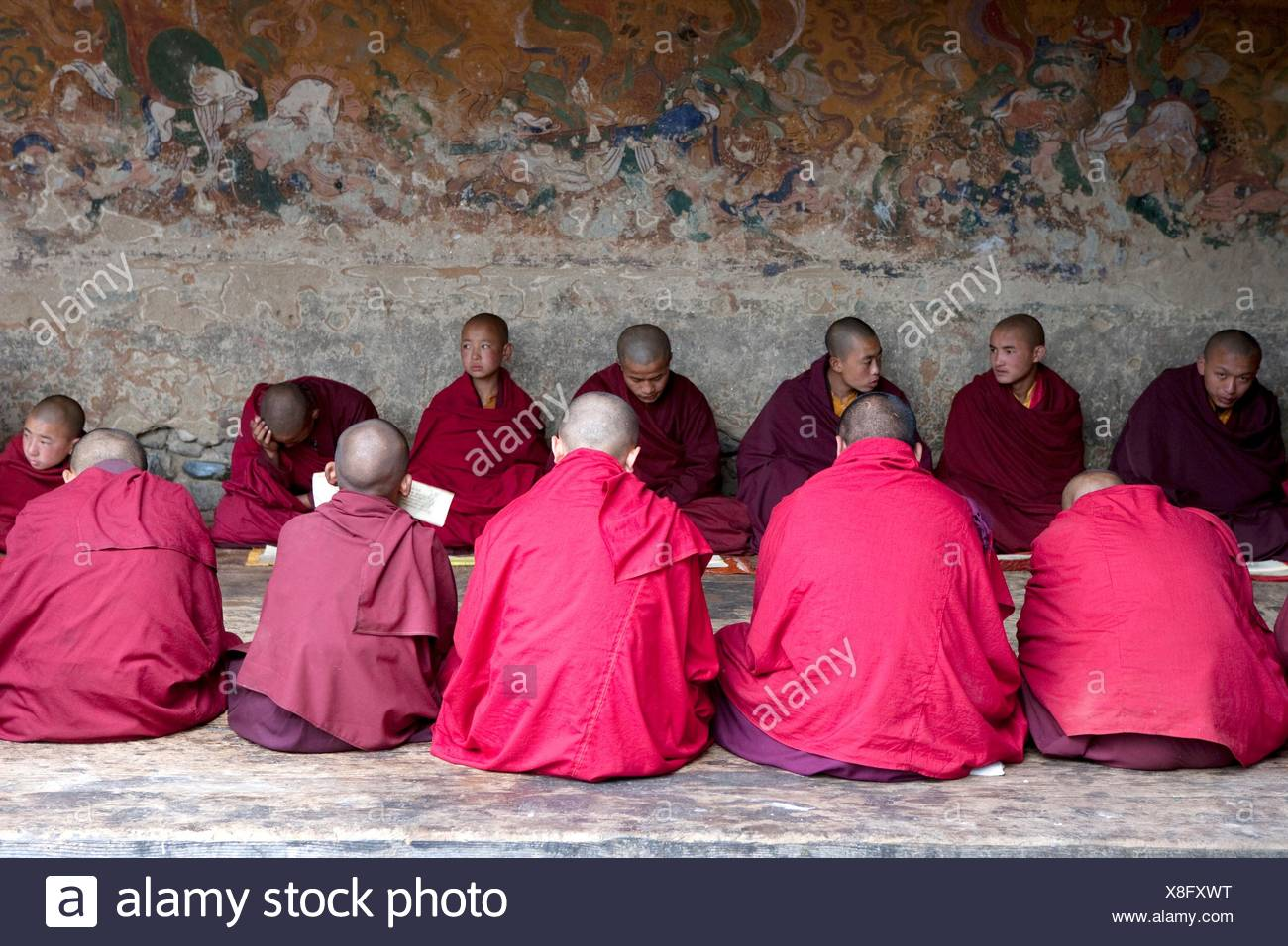 Monks chanting in the temple - Stock Image