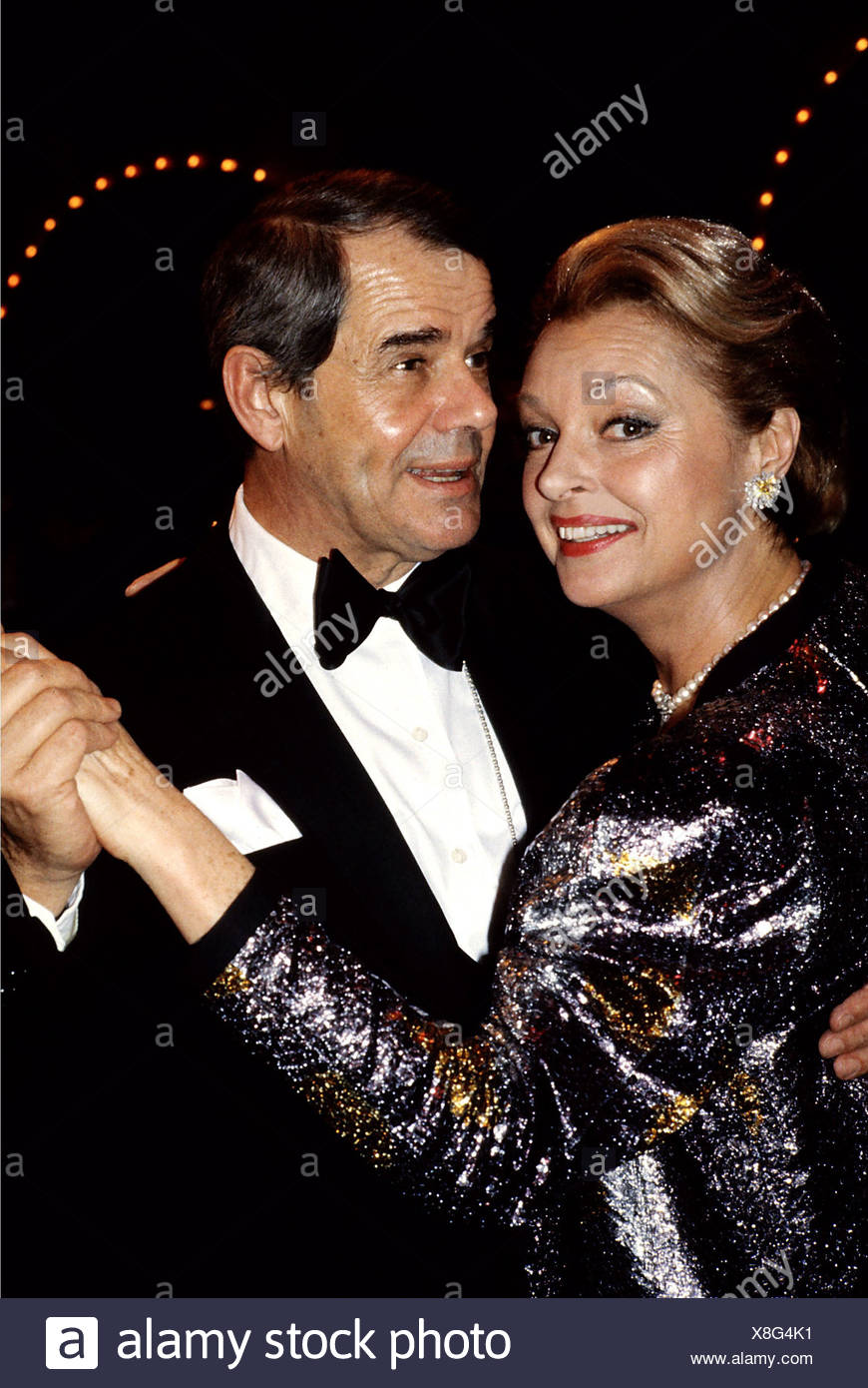 Tiller, Nadja, * 16.3.1929, half length, with her husband Walter Giller, 1980s, dancing, dance, bow tie, dress, earring, silver, - Stock Image