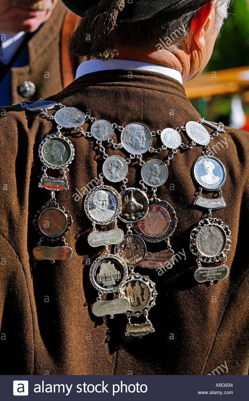 Necklace with medallians of the mountain riflemen companie, Gotzinger Trommel, 50 years re-establishment festival of the - Stock Image