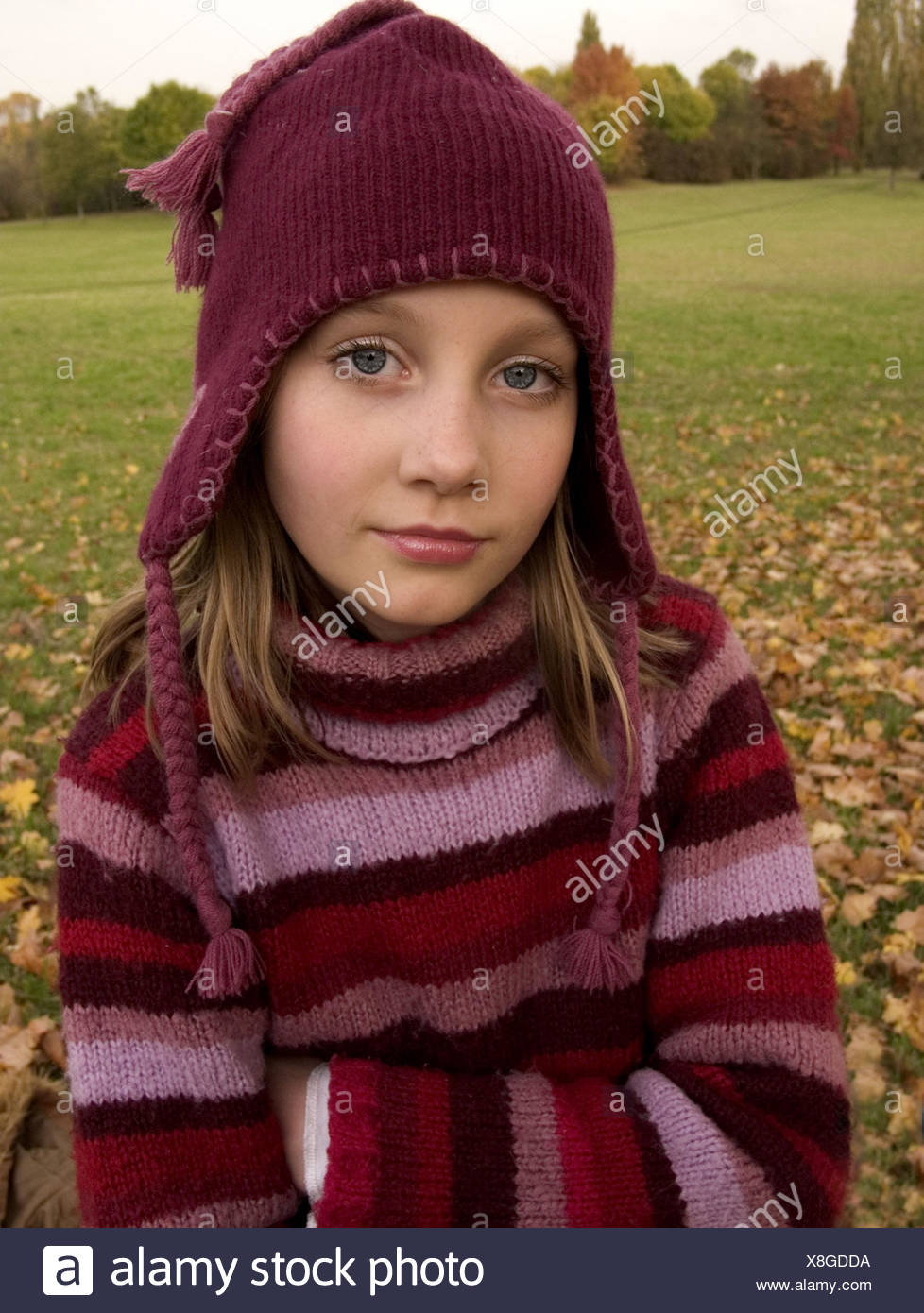 Girls, rope sweaters, cap,  Look camera, portrait, autumn,   Series, 10-15 years, teenager girls, teenagers, blond, sweaters, roved, stands, poor crosses,  waits, seriously, however sorrowfully, loneliness, outside, - Stock Image