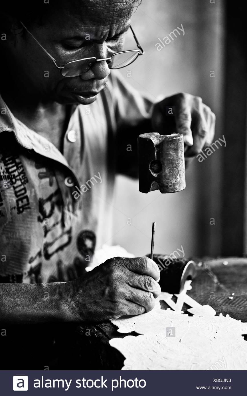 Indonesian craftsman, Bali, Indonesia - Stock Image