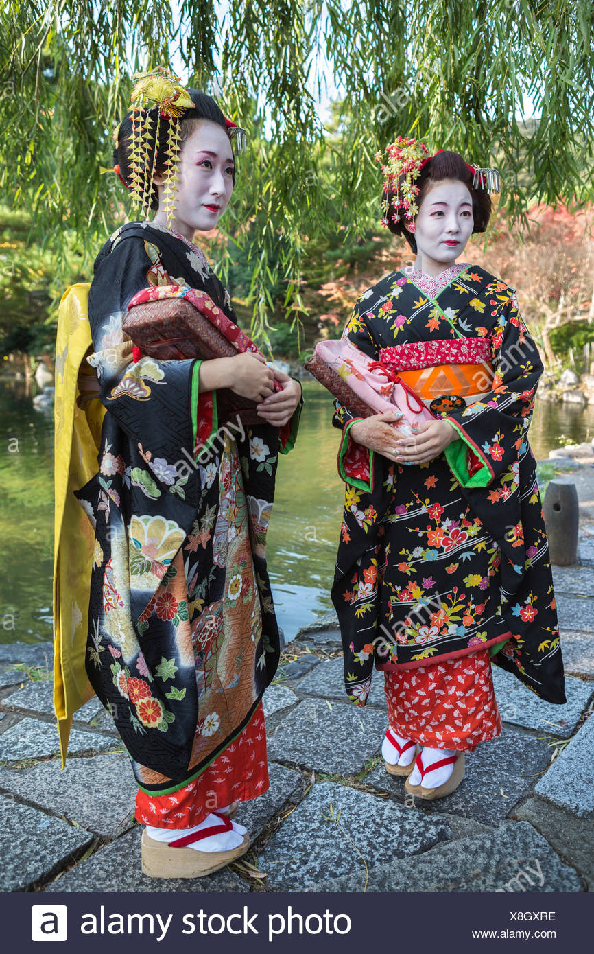Japan, Asia, Kyoto, Outdoor, colourful, costume, geishas, no model-release, girls, Japanese, kimono, make up, tradition - Stock Image