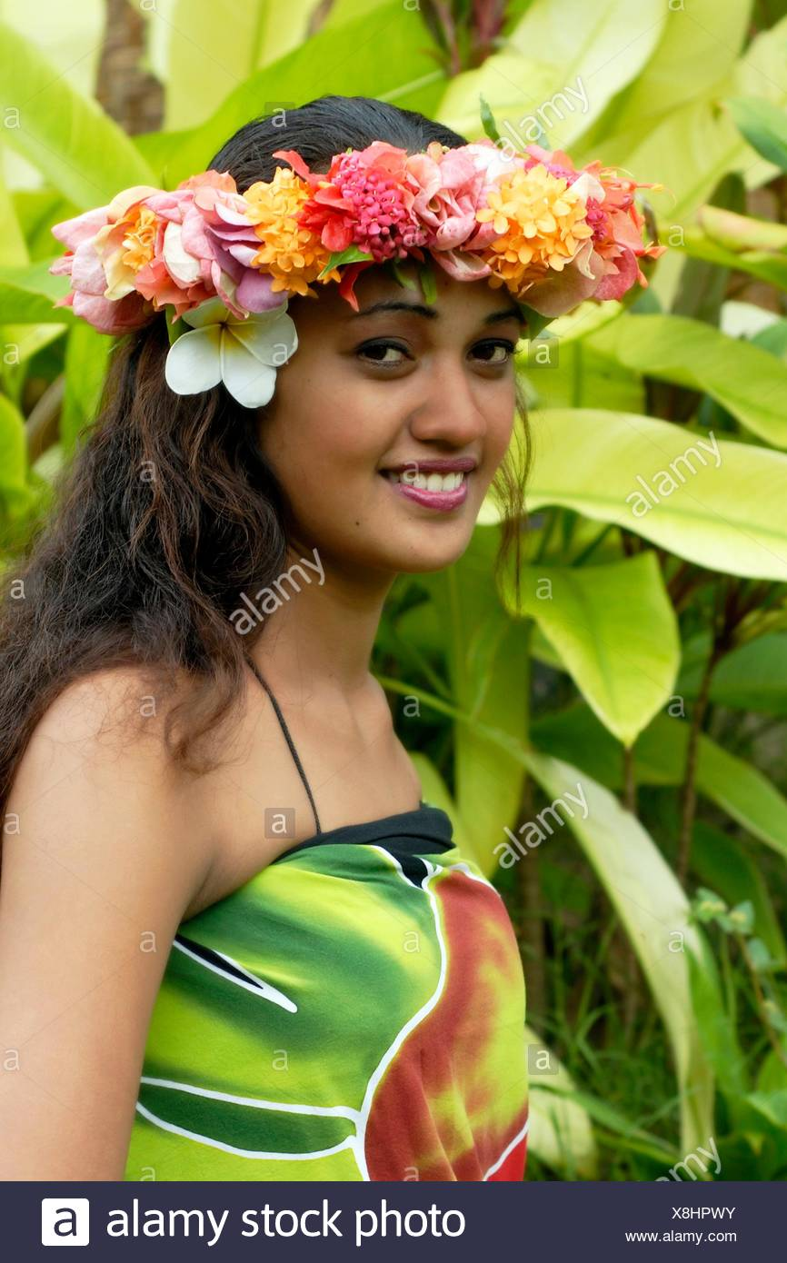 Jeune Femme Portant Une Couronne De Fleurs Tahiti Iles De La Societe