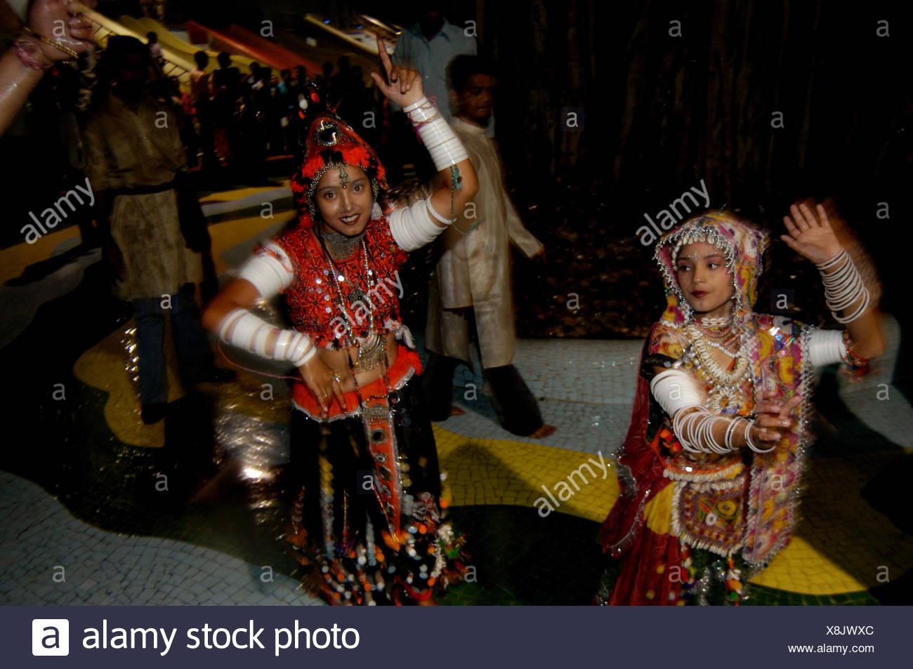 Artistes performing the Garba - Stock Image