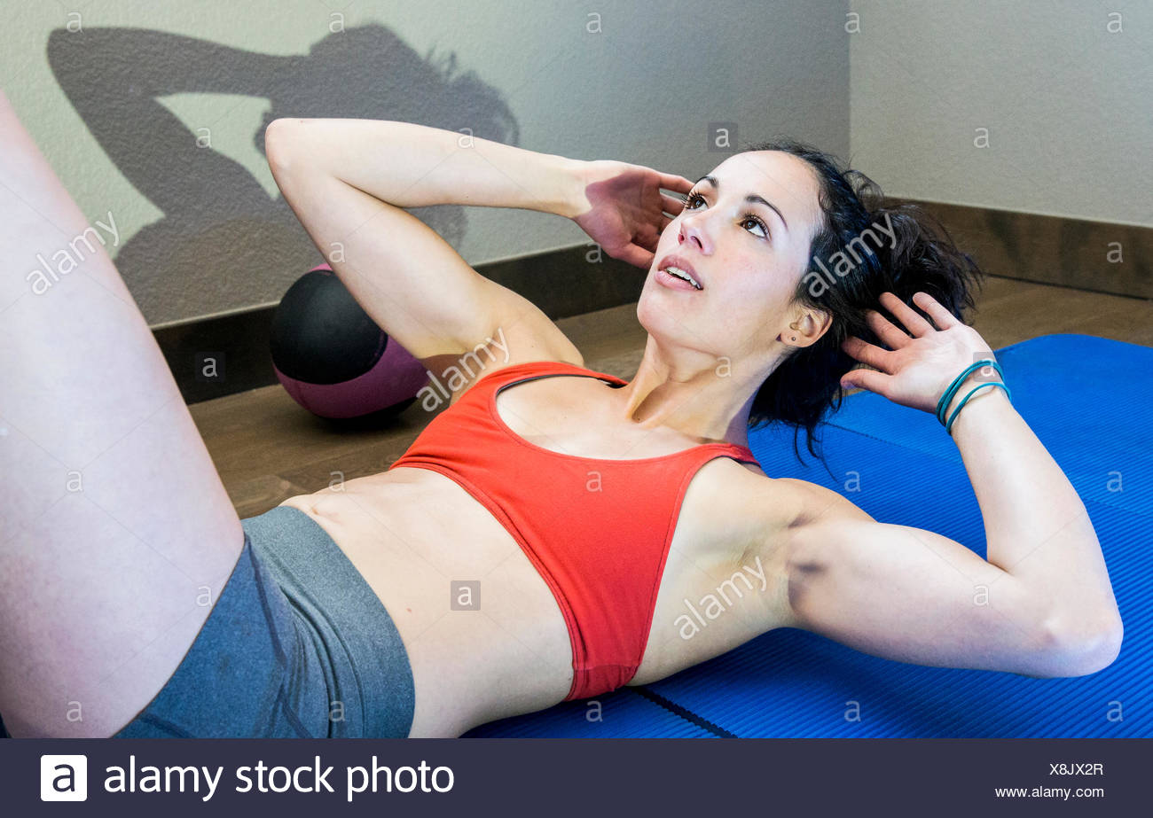 Young, Fit Female training her core muscles - Stock Image