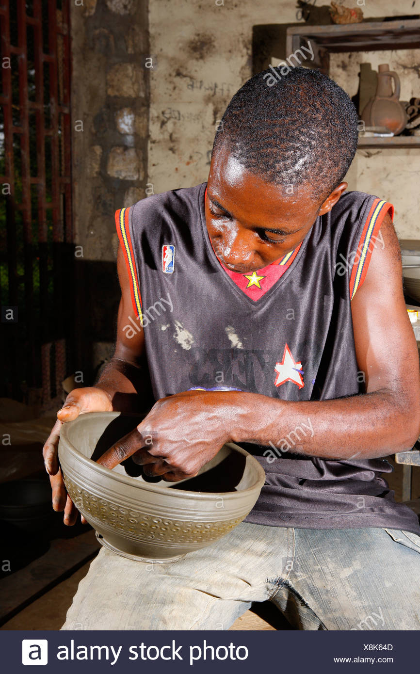 Man with clay bowl, manufacture of pottery, Bamessing, Cameroon, Africa - Stock Image