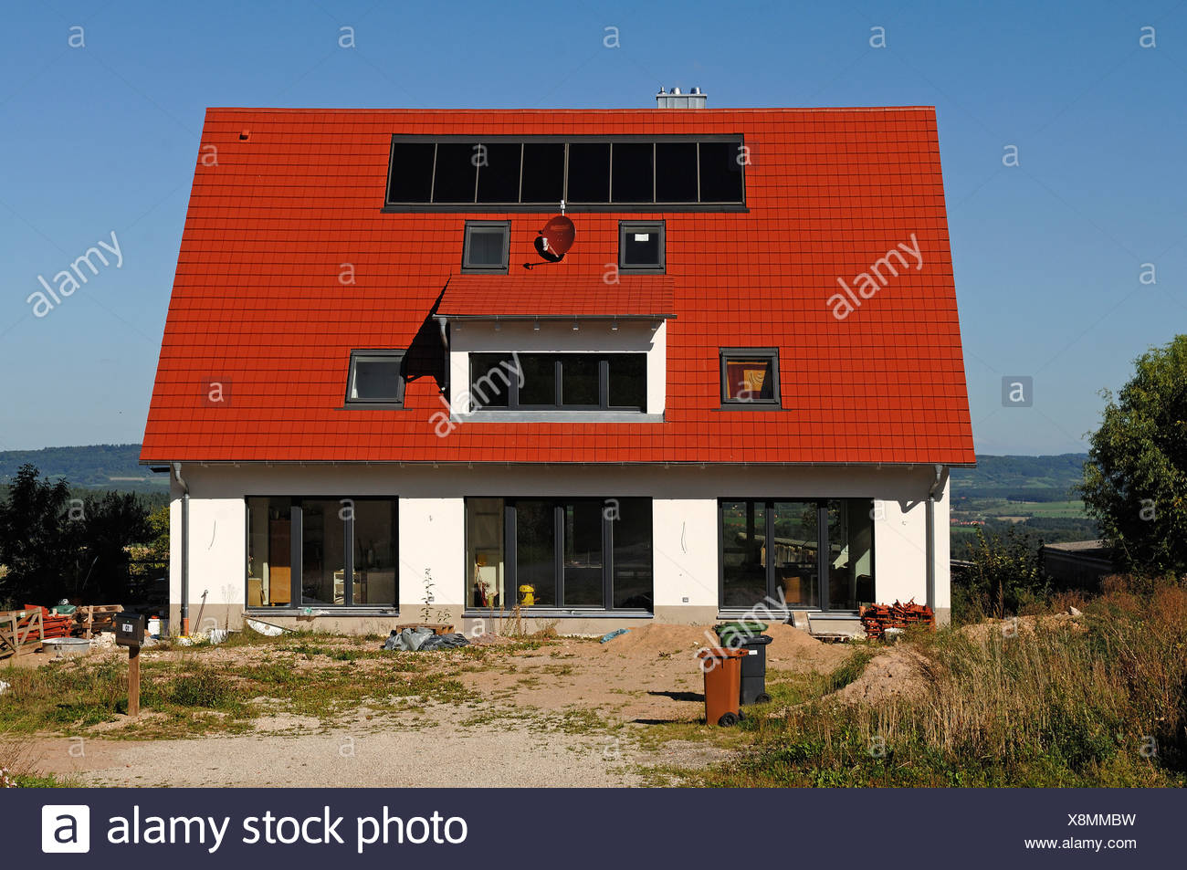 Recently completed house with solar panels on the roof, garden area is not yet complete, Tauchersreuth, Middle Franconia - Stock Image