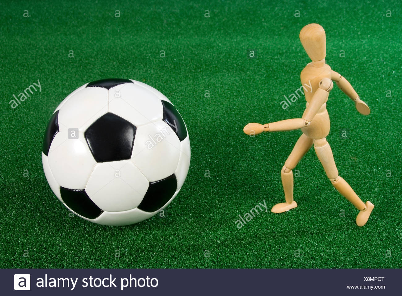 Footballer, jointed mannequin with a football - Stock Image