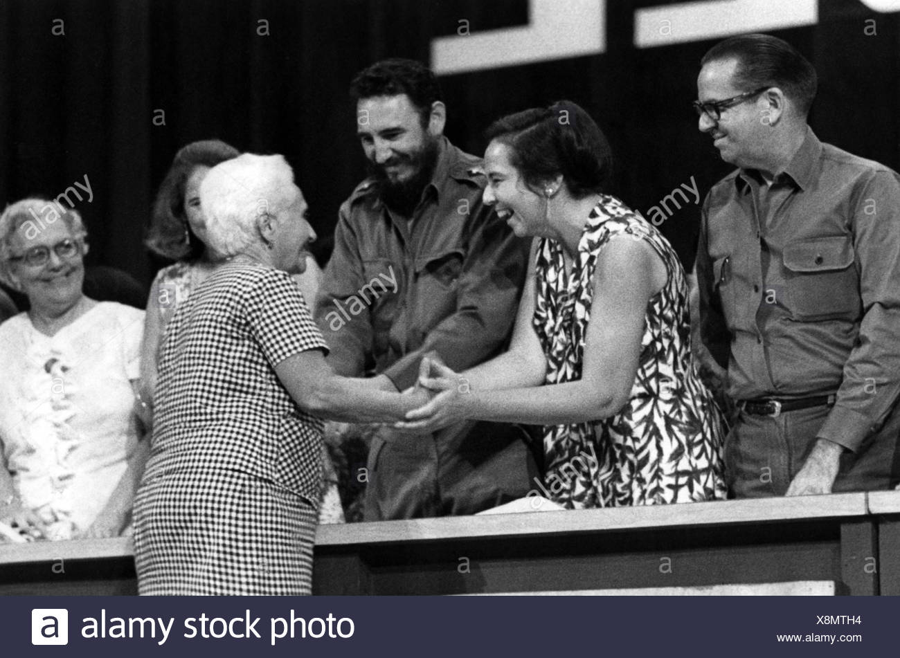 Castro, Fidel, * 13.8.1927, Cuban politician, head of State since 1959, with Vilma Espin, congratulating Rosa Pereda, 10th anniversary of FMC, (Federation of the Cuban Women), 1970, shaking hands, compliments, congratulation, congratulations, handshake, female, woman, women, , Additional-Rights-Clearances-NA - Stock Image