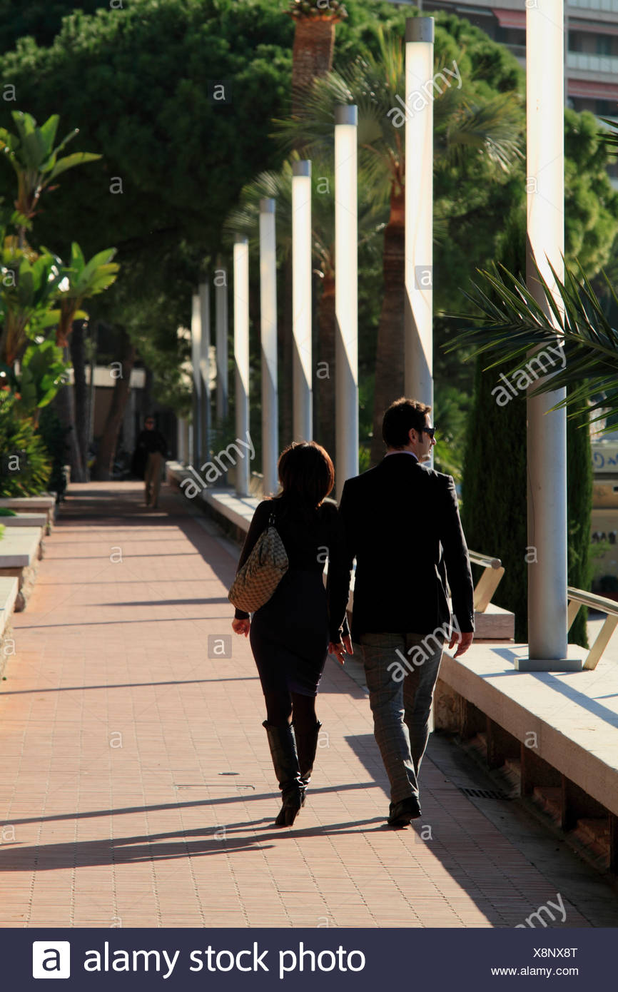 Wealthy couple on the beach promenade of Larvotto, Principality of Monaco, Cote d'Azur, Europe - Stock Image