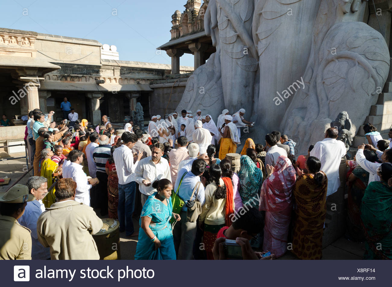 Pilgrims on Indragiri hill in Sravanabelagola to receive the blessings of Bahubali by the local priests, Karnataka, India, Asia - Stock Image