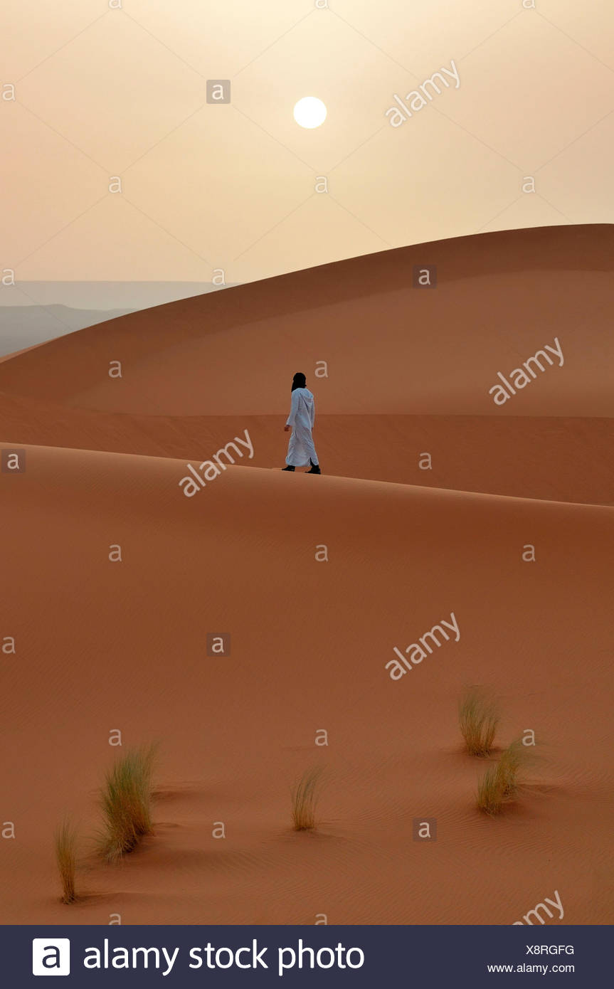 Walking in Erg Chebbi, Western Sahara, Morocco, North Africa - Stock Image