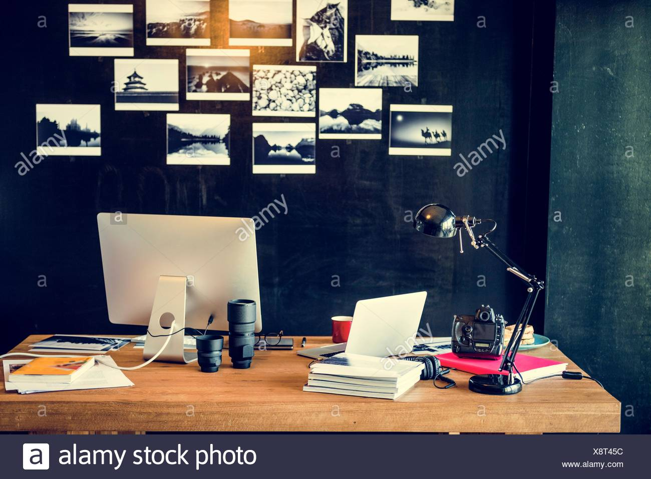 Merveilleux Man Busy Photographer Editing Home Office Concept