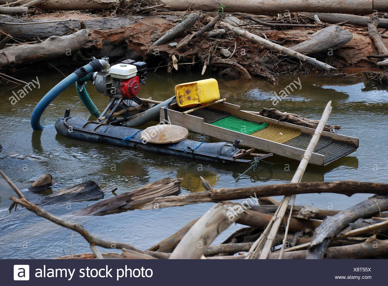 Floating work platform of a gold seeker in Amazonia, Bolivia, South America - Stock Image