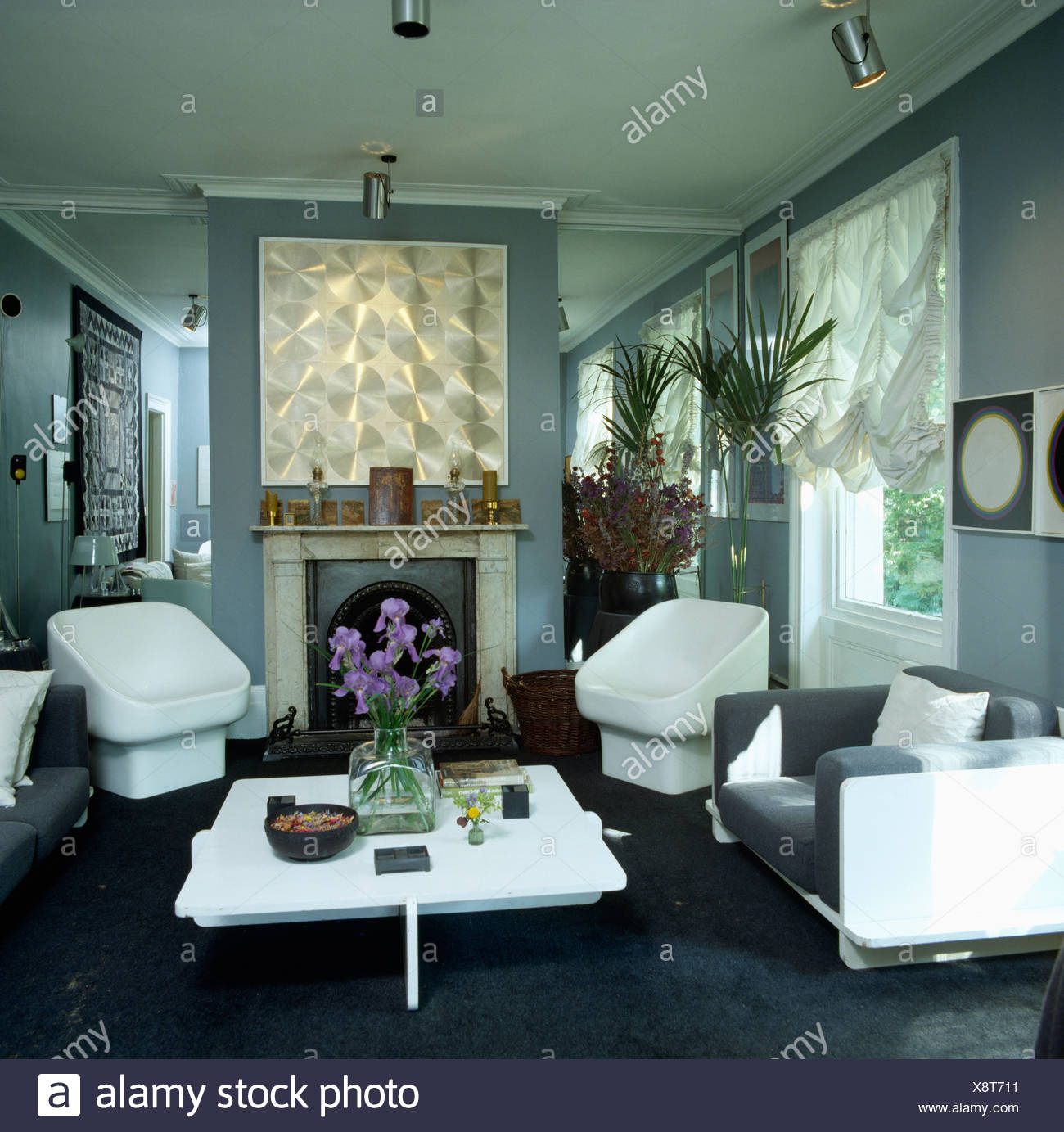 Astounding Pale Grey Eighties Livingroom With Metallic Picture Above Download Free Architecture Designs Lukepmadebymaigaardcom