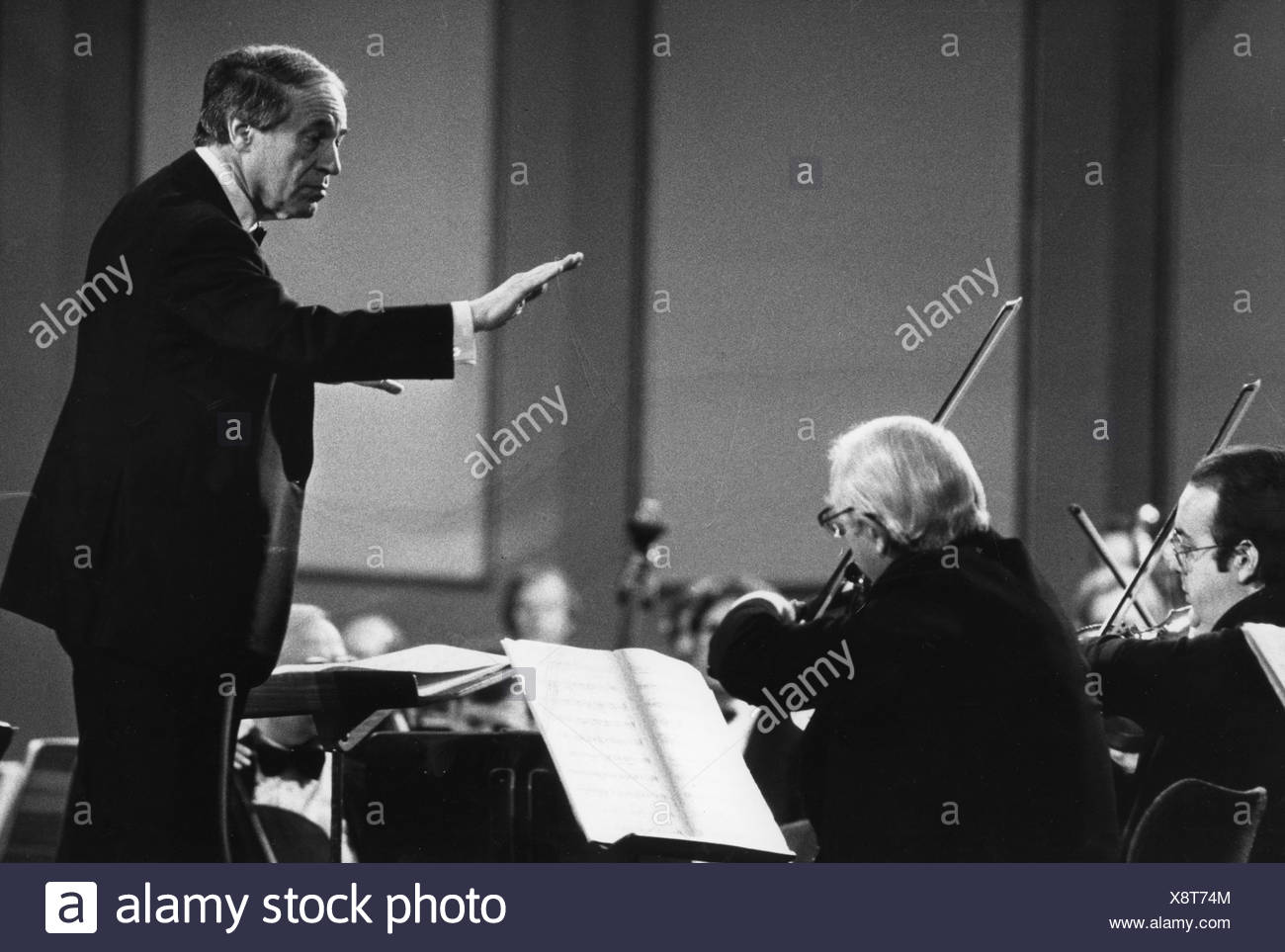 Boulez, Pierre, 25.3.1925 - 5.1.2016, French composer and conductor, during a concert, conducting, 1990s, Additional-Rights-Clearances-NA - Stock Image