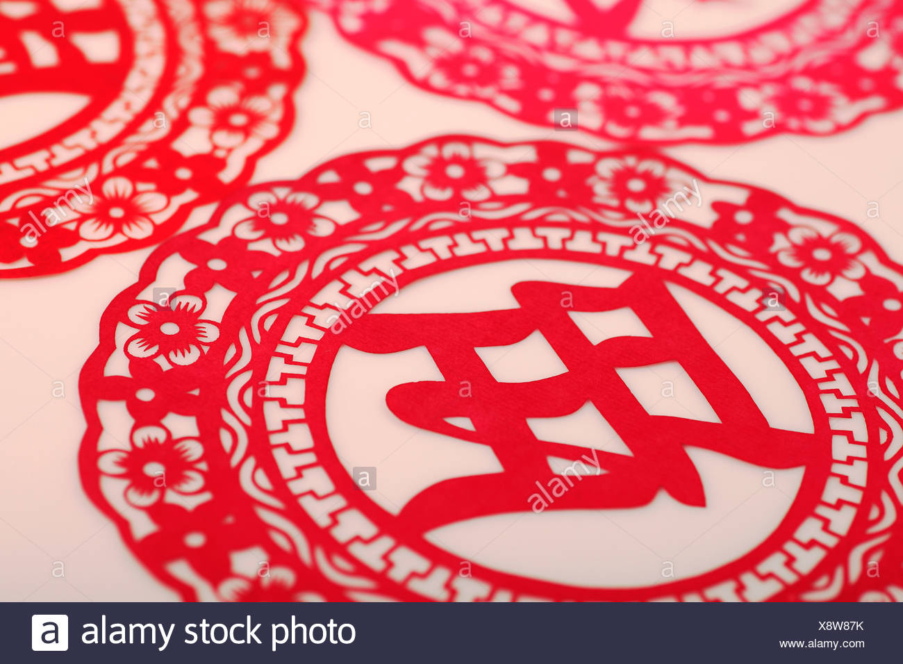 Chinese paper cutting with Chinese character meaning prosperous