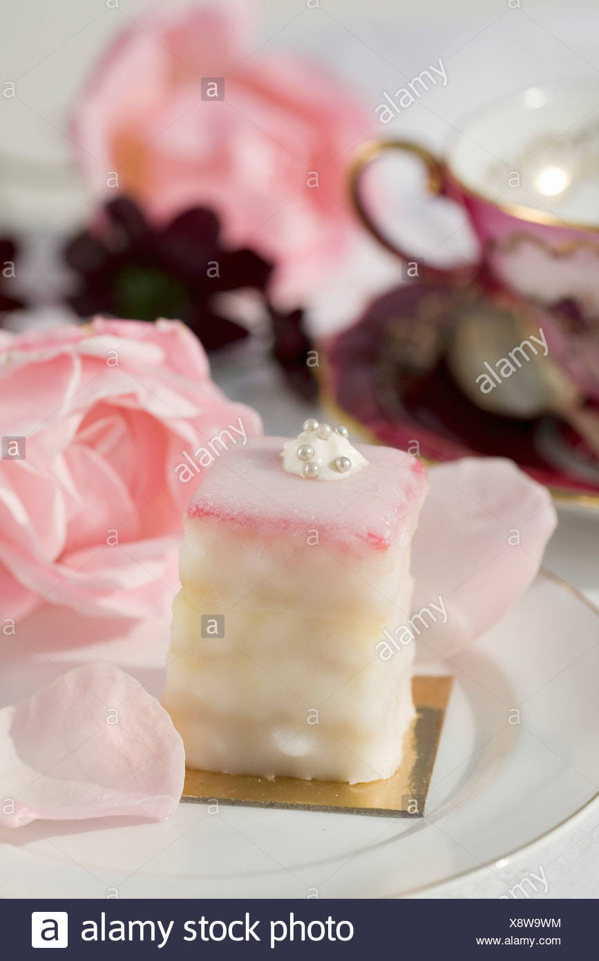 Bite-size rose-flavored cake - Stock Image