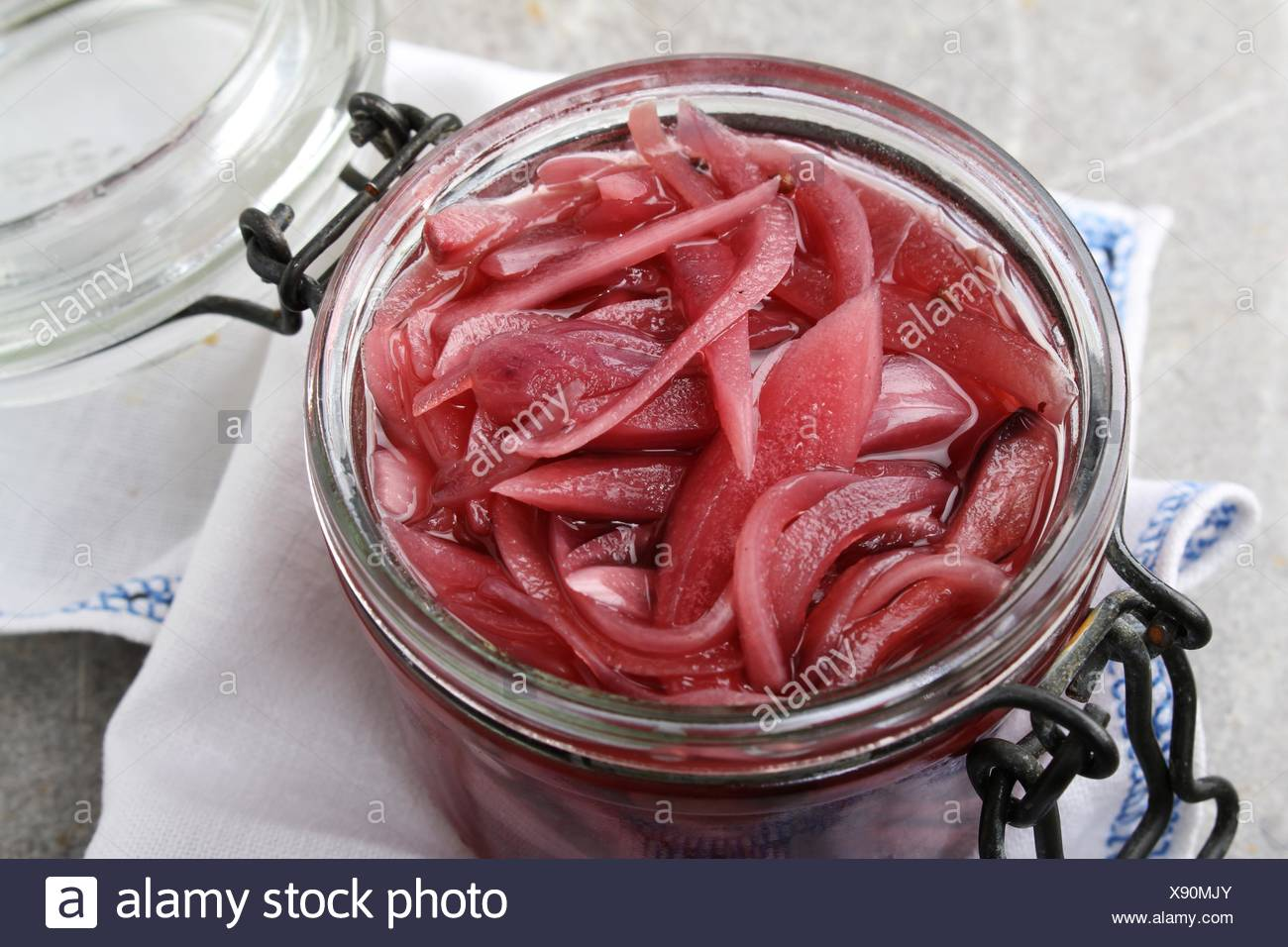 pickled red onion Stock Photo: 280914003 - Alamy