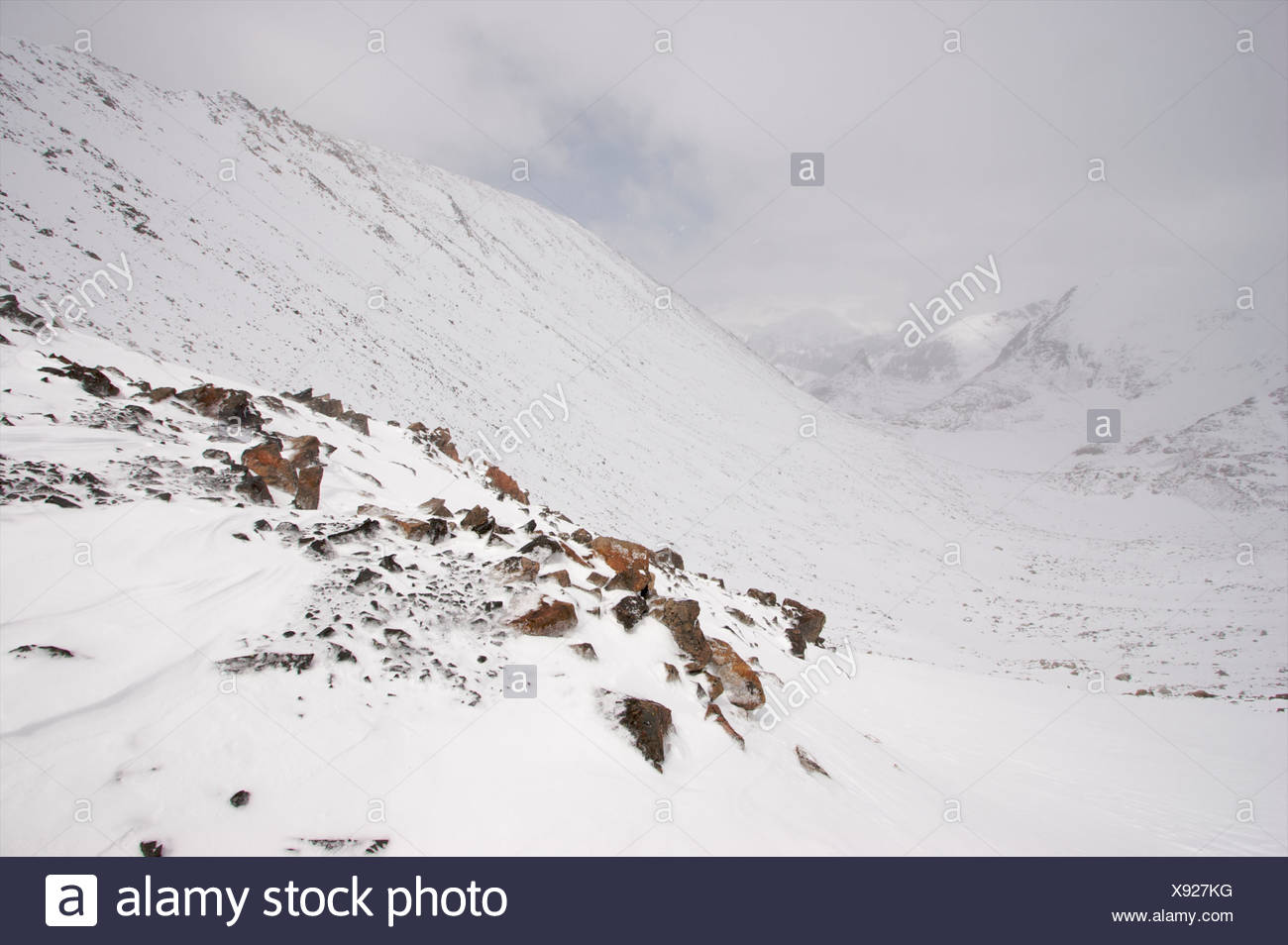 View in to valley from the triple divide pass near Granite Peak. - Stock Image