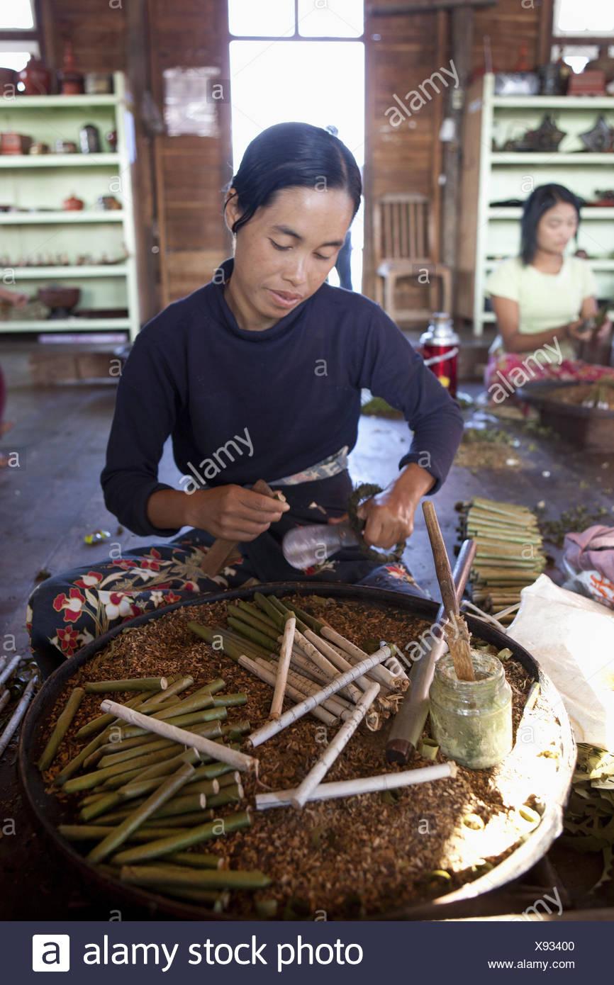 Myanmar, Burmese rotates cigars, - Stock Image