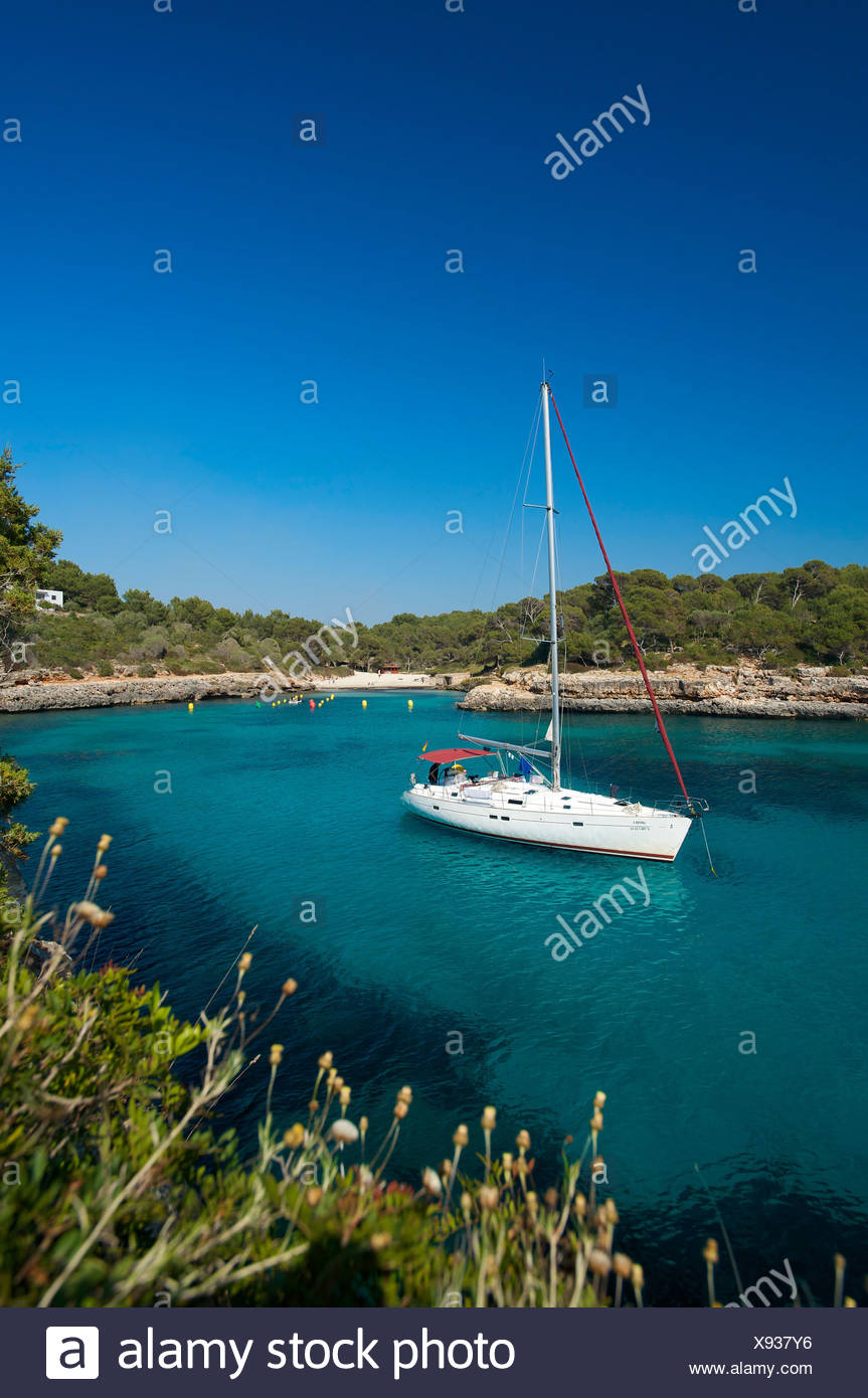 Sailing yacht in the bay of Cala Sa Nau, Mallorca, Majorca, Balearic Islands, Spain, Europe - Stock Image