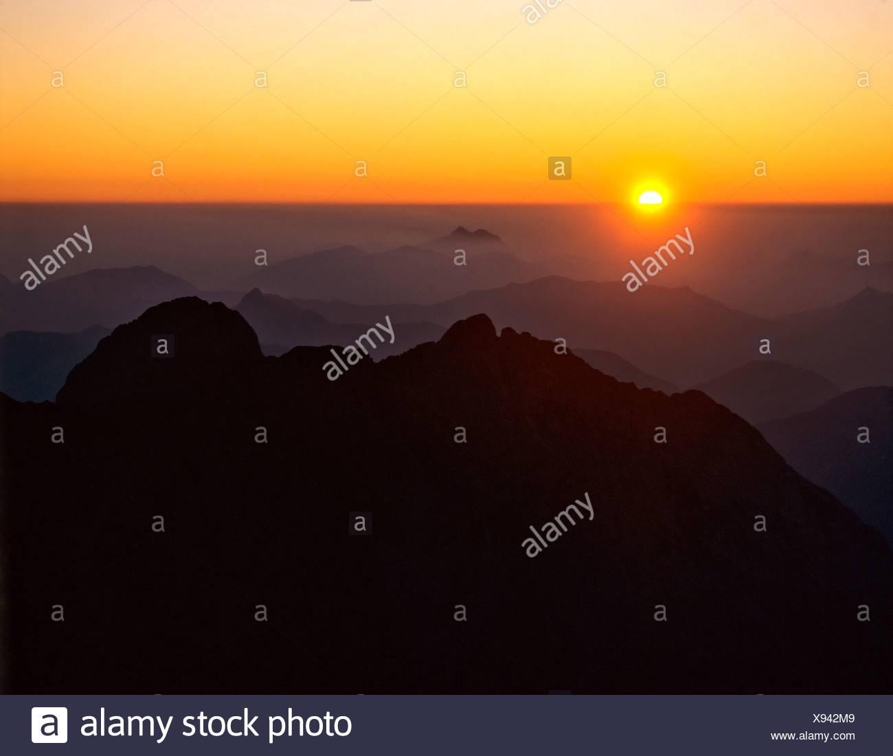 Sunrise, view from the Birkkarspitze, backlight, in front Falkengruppe, Karwendel, Tyrol, Austria Stock Photo