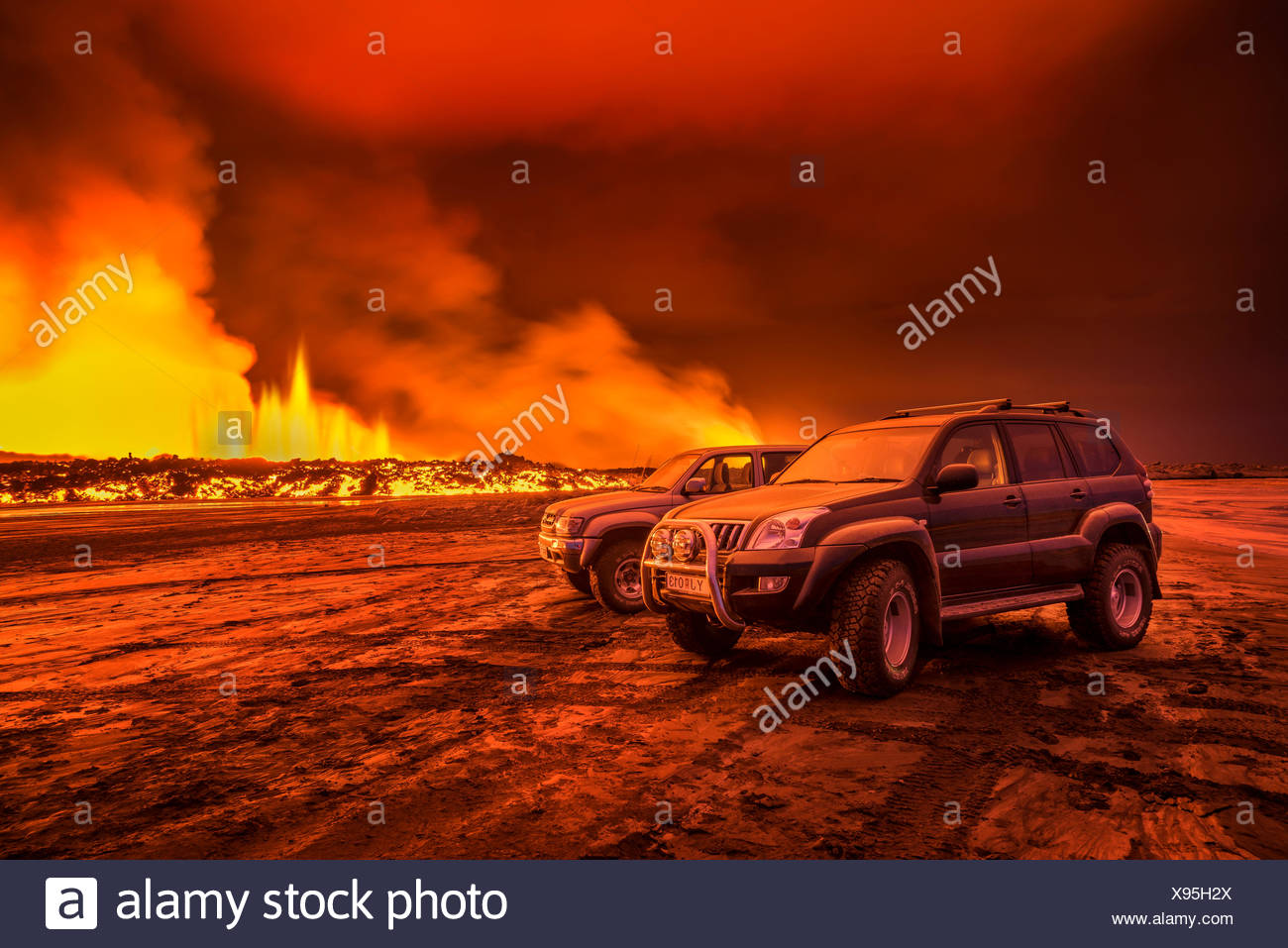 SUVs close to the Eruption at Holuhraun, Bardarbunga Volcano, Iceland. - Stock Image