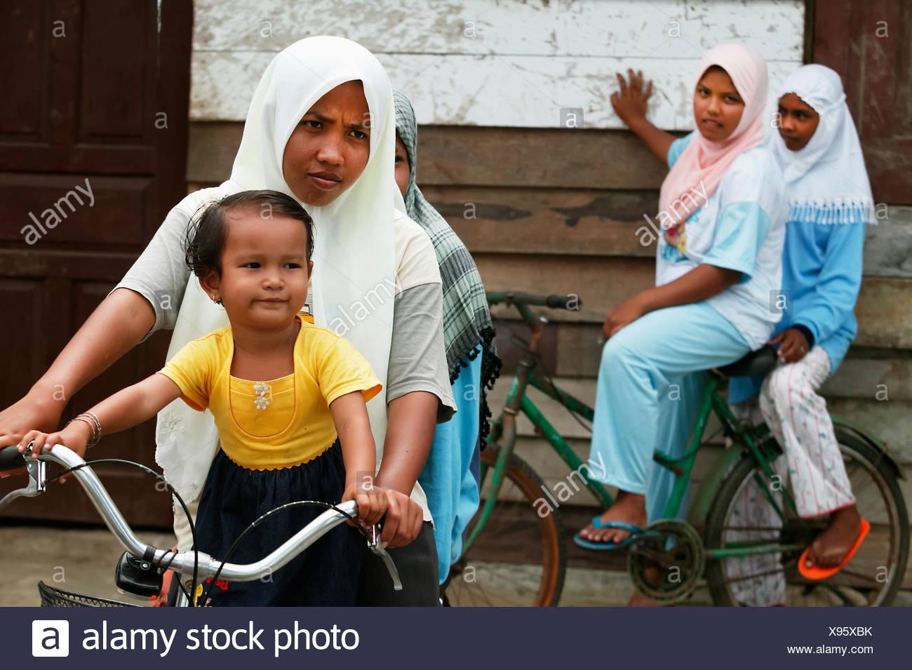 Sumatra girls