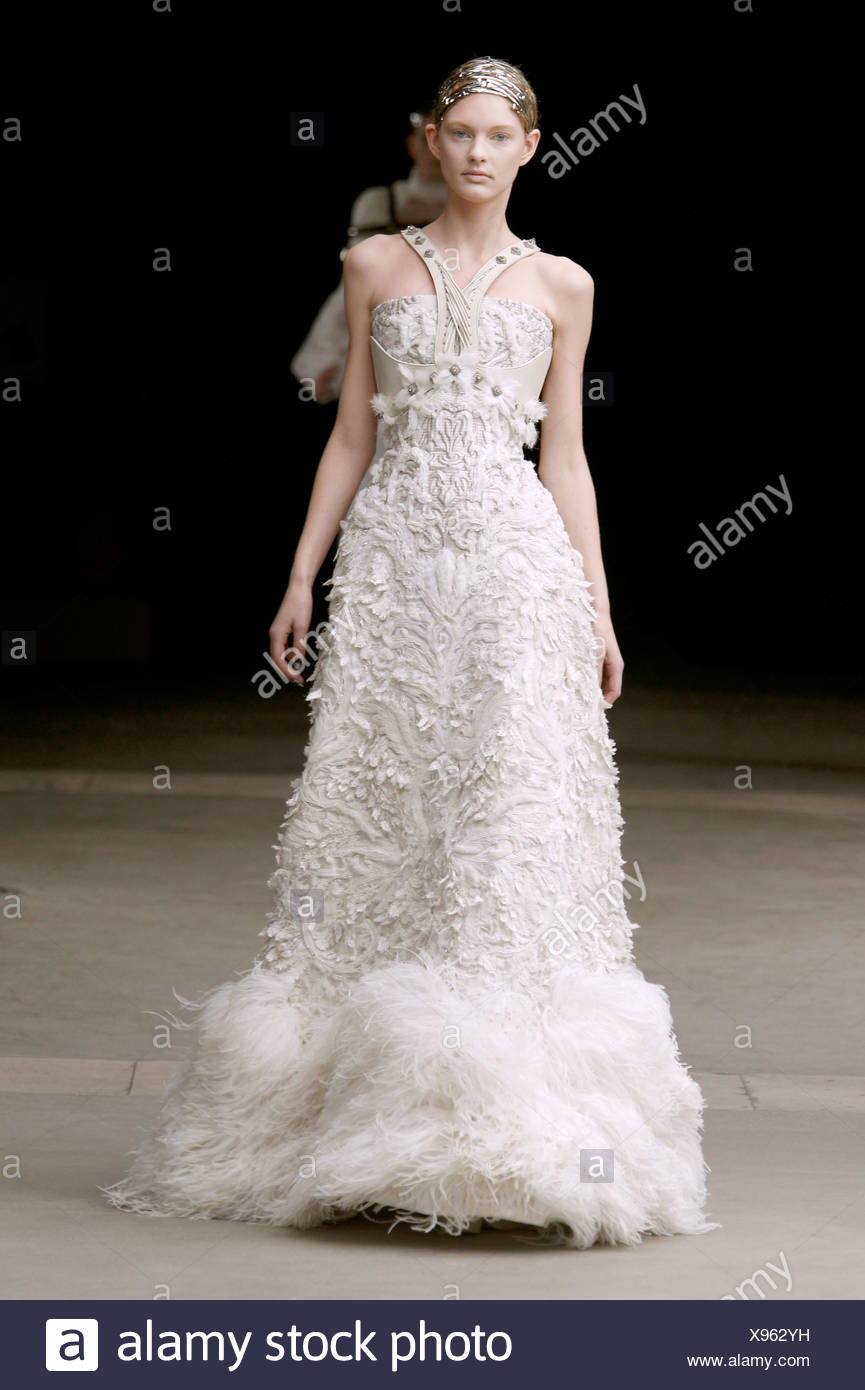 Alexander Mcqueen Bridal High Resolution Stock Photography And Images Alamy