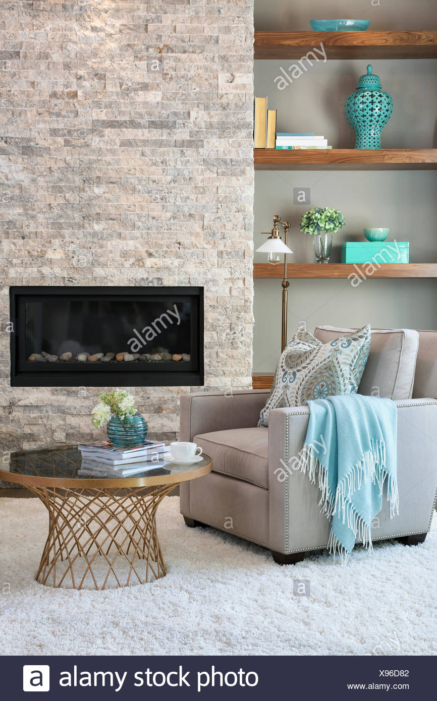 Elegant living room with fireplace - Stock Image