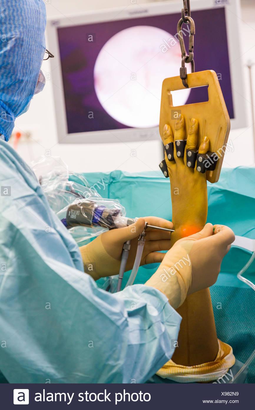 Arthroscopic wrist surgery, Jouvenet clinic, Paris, France. - Stock Image