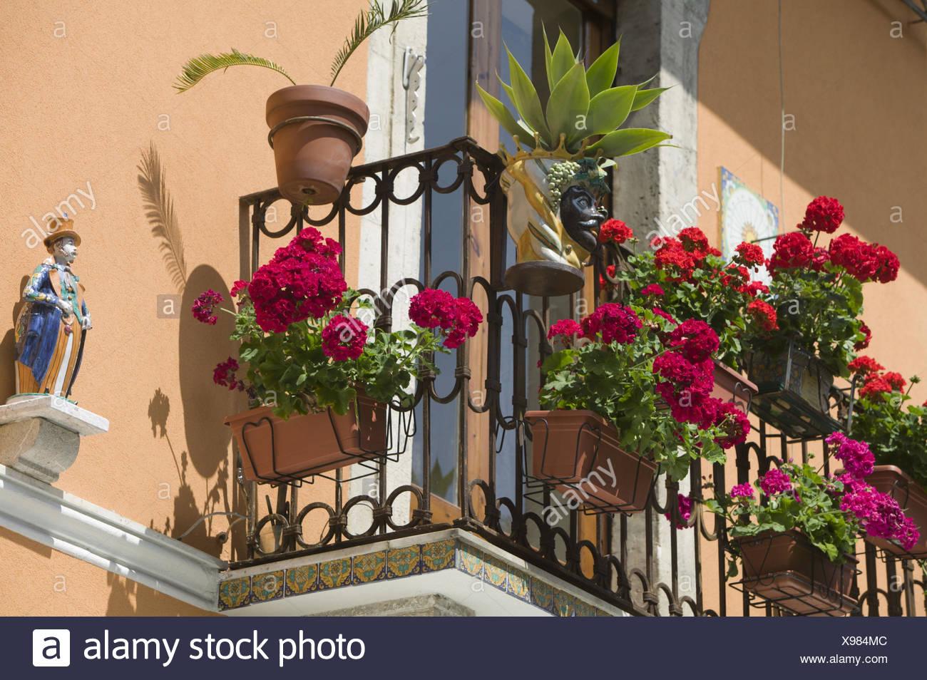 Italien insel sizilien taormina corso umberto wohnhaus for Loungemobel fur den balkon