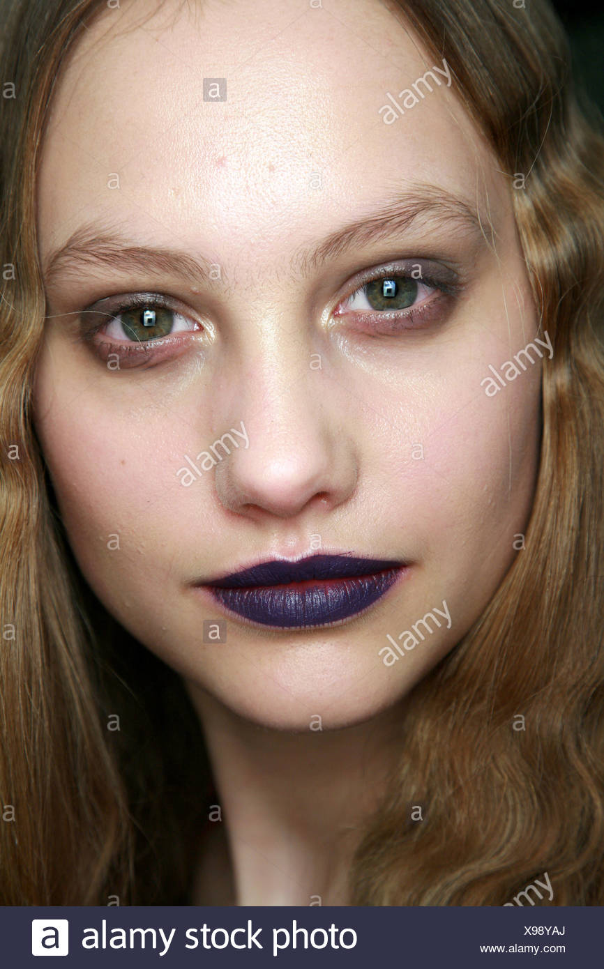 House of Holland Backstage London Ready to Wear Autumn Winter Heroin Chic: Close up face of female smudged eyeshadow and dark - Stock Image