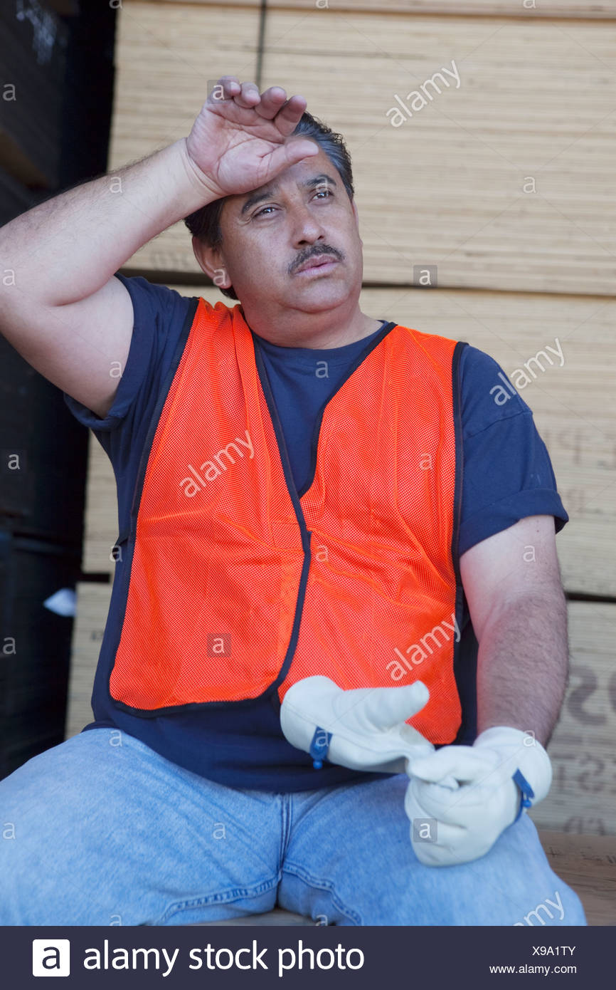 Warehouse worker cooling off from work pressure - Stock Image