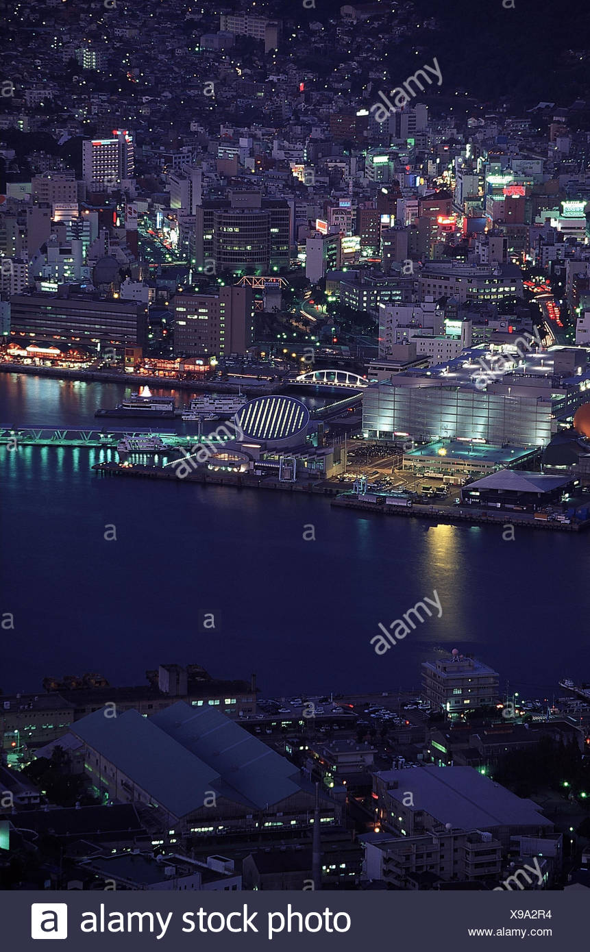 Japan, Kyushu, Nagasaki, Zentrum, Hafen, Stadtübersicht, Abend  Stadt, Nagasaki-ken, Blick von Mount Inasa, Meer, Pazifischer Ozean, Ostchinesisches Meer, - Stock Image