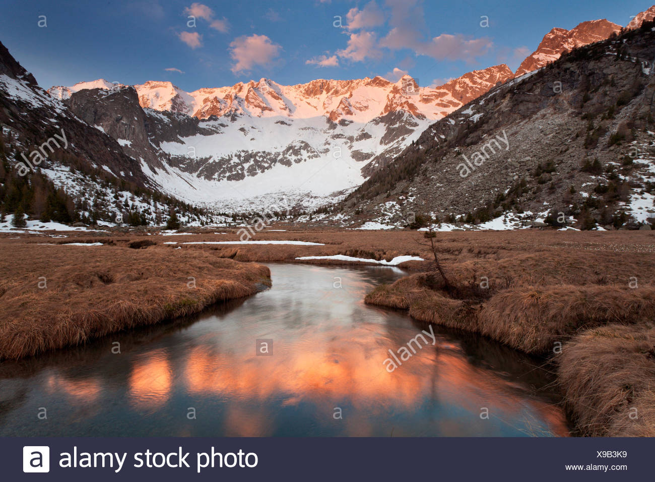 Aviolo lake, Vezza d'Oglio, Adamello natural park, Lombardy. The last lights illuminate the imposing chain of Baitone - Stock Image