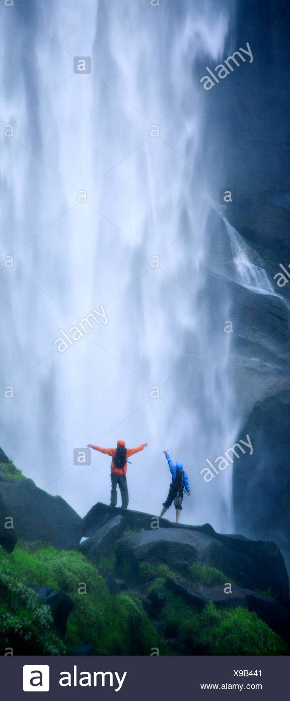 Couple hiking in the mist below Nevada Falls. - Stock Image