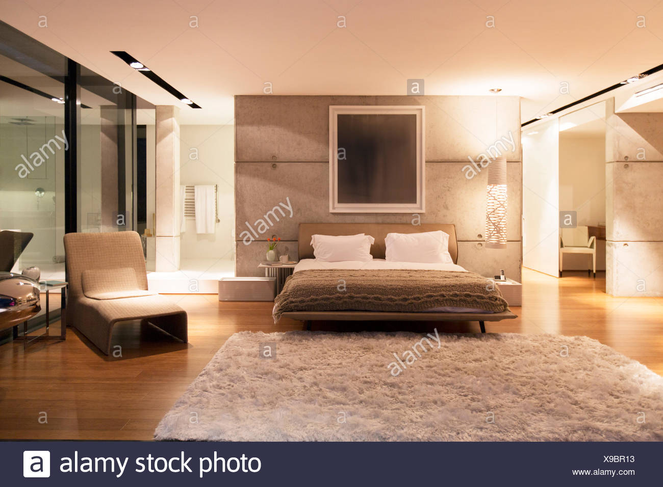 Shag rug in modern bedroom Stock Photo: 281157327 - Alamy