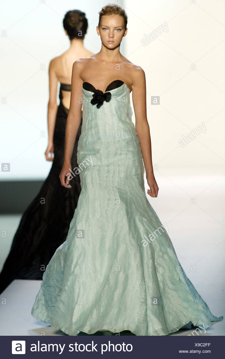 Green Strapless Evening Gown Stock Photos & Green Strapless Evening ...