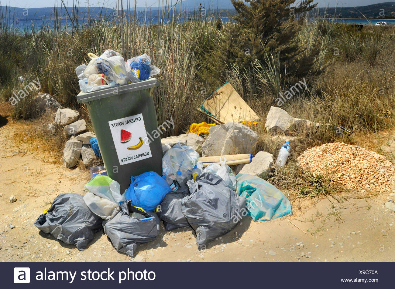 overfilled dustbin in a Natura 2000 nature reserve in Greece, Greece, Peloponnes, Messinien, Pylos - Stock Image