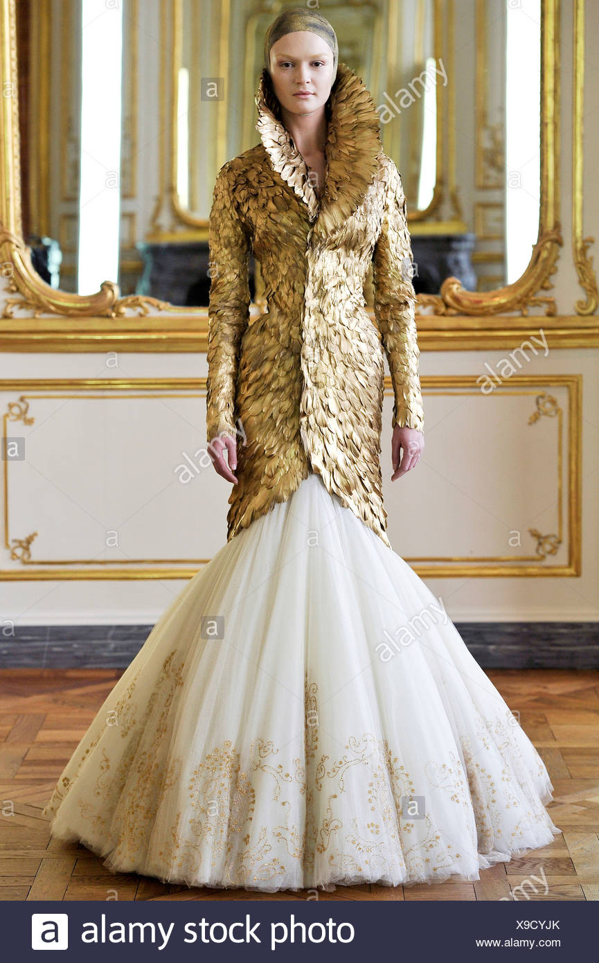 51cabfdb5d52 Alexander McQueen Paris Ready to Wear Autumn Winter Final Show Feathered  gold coat and white tulle flolength skirt