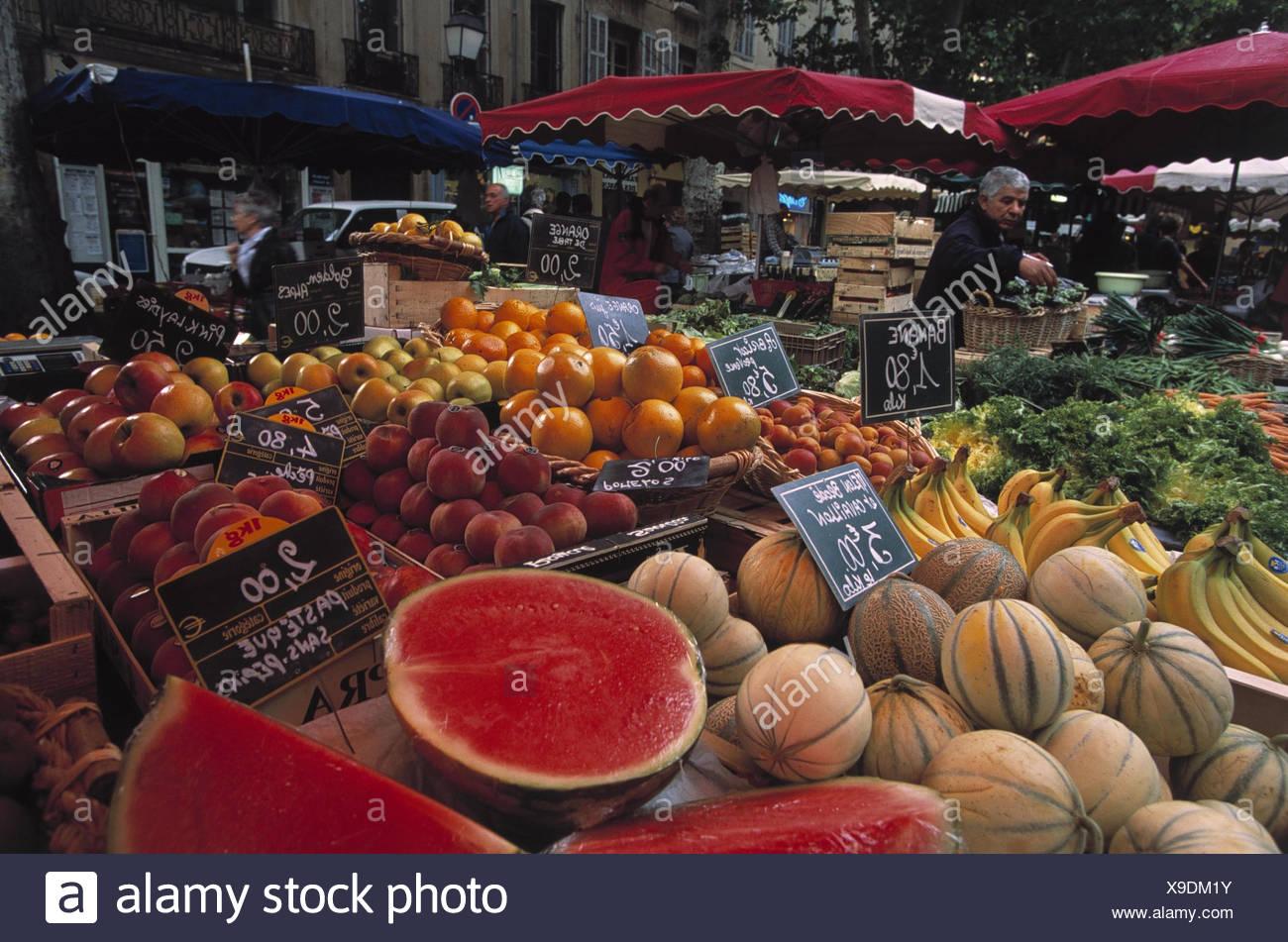 Frankreich, Aix-en-Provence, Wochenmarkt, Verkauf, Südfrüchte  Europa, Südfrankreich, Provence, Marktplatz, Markt, Nahrungsmittel, Lebensmitte, Früchte, Obst, verkaufen, Wirtschaft, außen - Stock Image