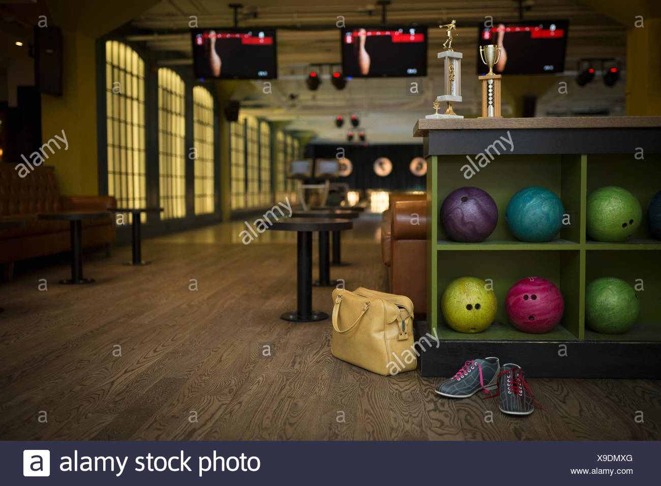 Bowling Alley Stock Photos & Bowling Alley Stock Images - Alamy