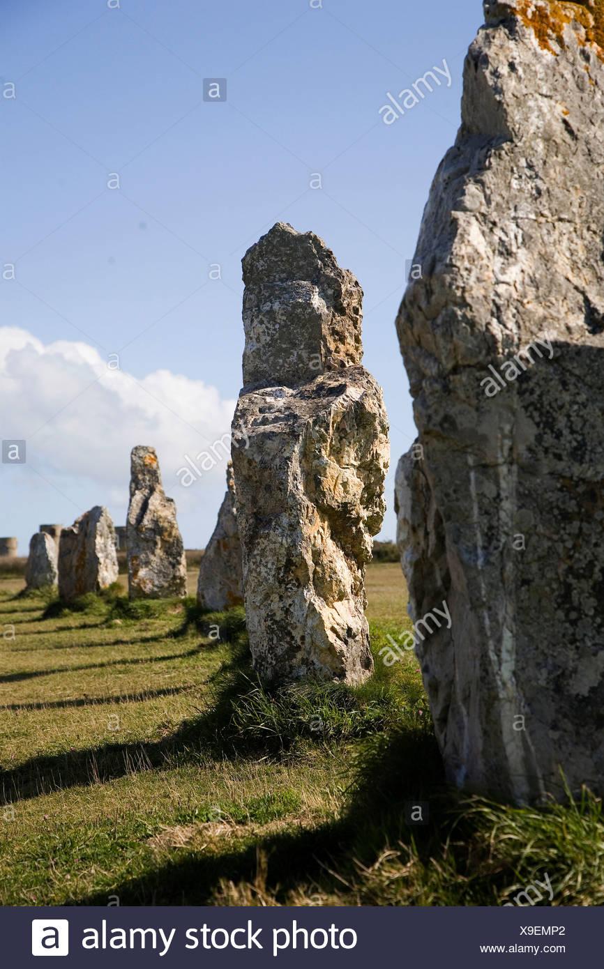 Menhirs, Les Alignements de Lagatjar near Camaret-sur-Mer, Crozon peninsula, Finistère, Brittany, France, Europe - Stock Image